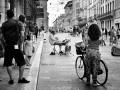 La niña el músico y la ciclista